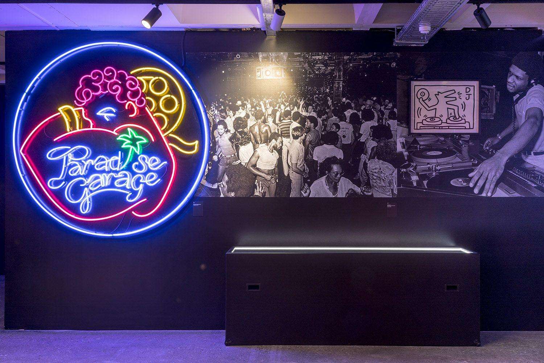Exposition Night Fever - ADAM Brussels Design Museum Photo Vincent Everarts