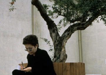 Yoko Ono Arles